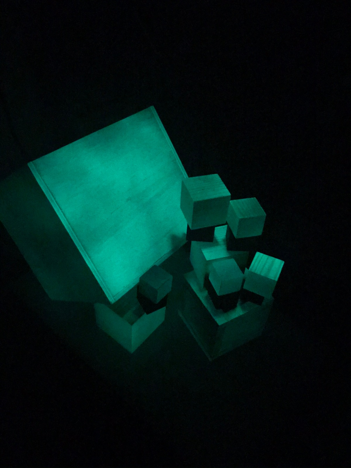 """""""Painting"""" cubes withlight"""